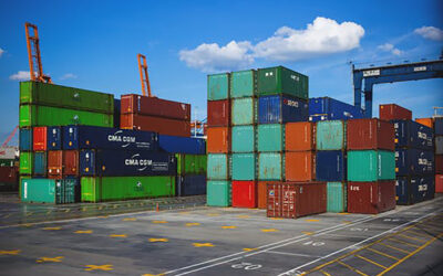 7 Benefits of Using Hazmat Freight Brokers for Shipping
